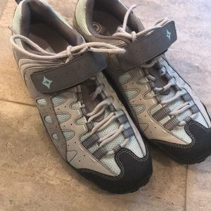 Shoes - Women's Specialized Clip in cycling shoes
